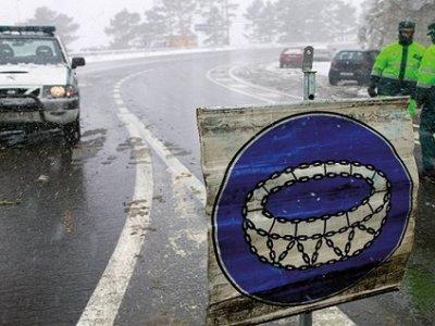 Ciężarówki uwięzione na parkingach, a w sklepach problemy z zaopatrzeniem – zima w Hiszpanii nie odpuszcza