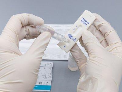 Kéthetes türelmi idő a brit koronavírus-tesztelés bírságolására? Fejenként 2000 font a tét