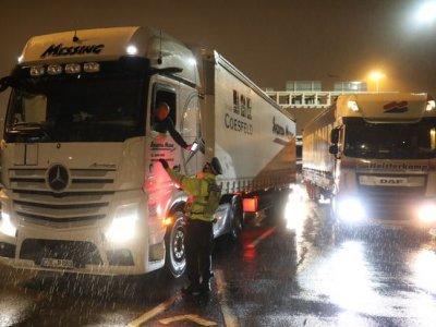 Olanda solicită tuturor șoferilor care vin din UK să prezinte un test Covid-19 negativ
