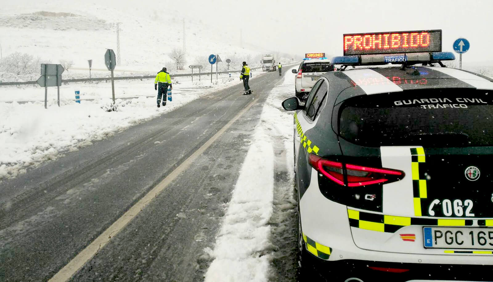 Burza śnieżna nie odpuszcza w Hiszpanii. Utrudnienia na 460 drogach