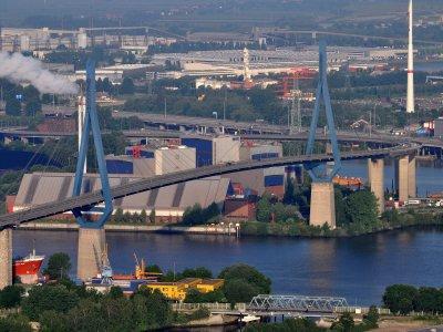 Germania | Din luna februarie se introduc taxe pentru camioane pe podul Köhlbrand