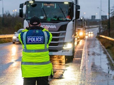 UK authorities reportedly mulling £150 fines for truckers entering Kent without negative covid test