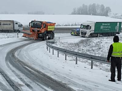 На Европу обрушился снег. Узнайте, в каких регионах перекрыты дороги