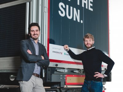 Deutsches Start-up präsentiert den ersten Prototyp eines Photovoltaik-Aufliegers für LKW