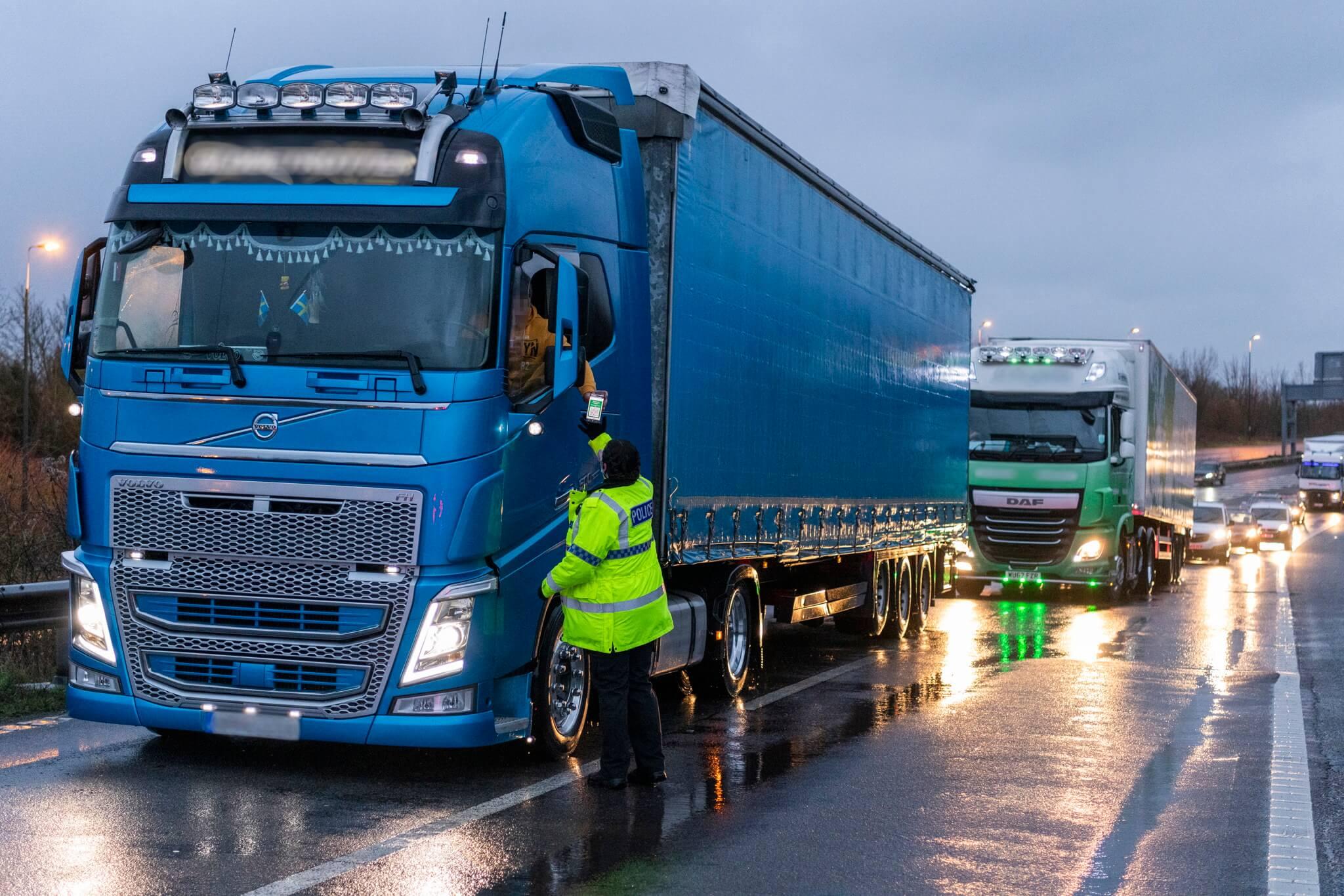 Prawie 200 kierowców ukaranych za złe parkowanie w Kent. Mandaty i blokady na kołach