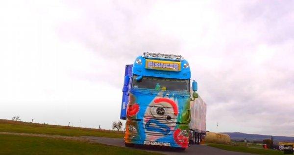 """Malowanie tej ciężarówki zajęło niemal rok. Rezultat? Zestaw pełen postaci z """"Toy Story"""""""