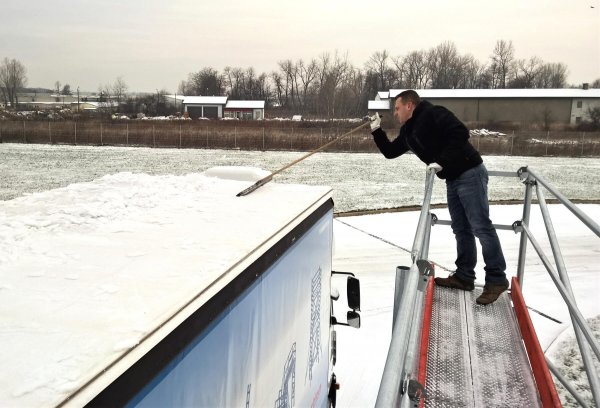 German automobile club warns of the consequences of ice on truck roofs