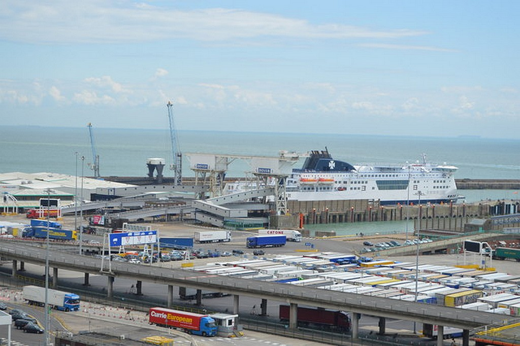 Almost half of lorries bound for Calais completely empty