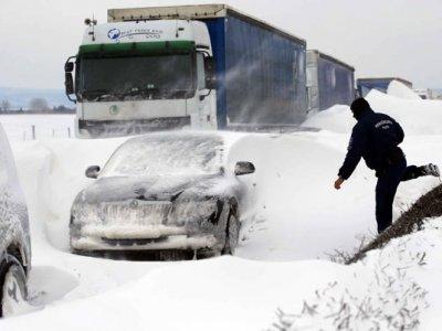 Peste 11.000 de camioane blocate în Spania din cauza căderilor de zăpadă; condiții meteo similare și în Suedia, Serbia și Bulgaria
