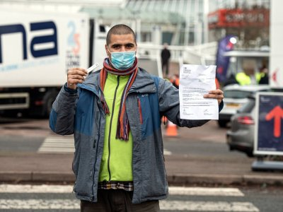 Водители грузовиков освобождены от тестов на коронавирус при въезде в Англию