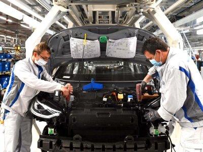 Vokietijoje transporto priemonių gamyba patyrė rekordinį nuosmukį. Šiais metais galimas rinkos atsigavimas