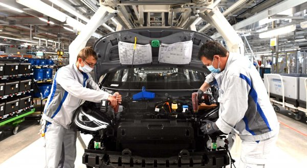 Vokietijoje transporto priemonių gamyba patyrė rekordinį nuosmukį. Šiais metais galimas rinkos atsig