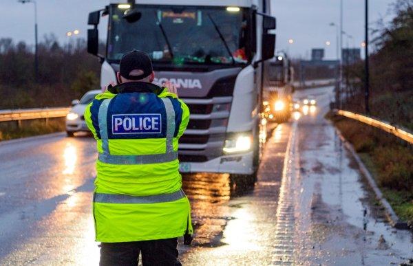 Wielka Brytania wprowadza nowe zasady wjazdu do kraju. Dotyczą też kierowców ciężarówek