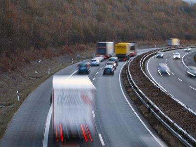 A külföldi gyorshajtók megússzák a bírságot Nagy Britanniában, ha a fotóradar kapja el őket