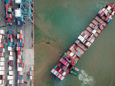 Brangstantis prekių gabenimas jūra gali didinti kainas Lietuvoje