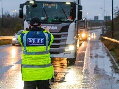 """Pirmosios po """"Brexito"""" baudos vairuotojams. Nubausti jau 84 sunkvežimių vairuotojai"""