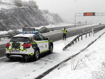 Ispanijoje įstrigo 11 tūkst. sunkvežimių. 770 kelių ruožuose taikomas eismo apribojimas sunkvežimiams