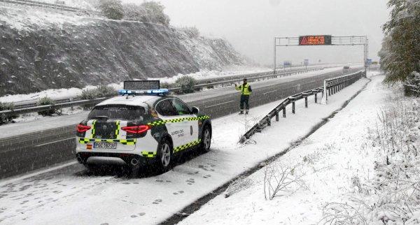 Ispanijoje įstrigo 11 tūkst. sunkvežimių. 770 kelių ruožuose taikomas eismo apribojimas sunkvežimiam
