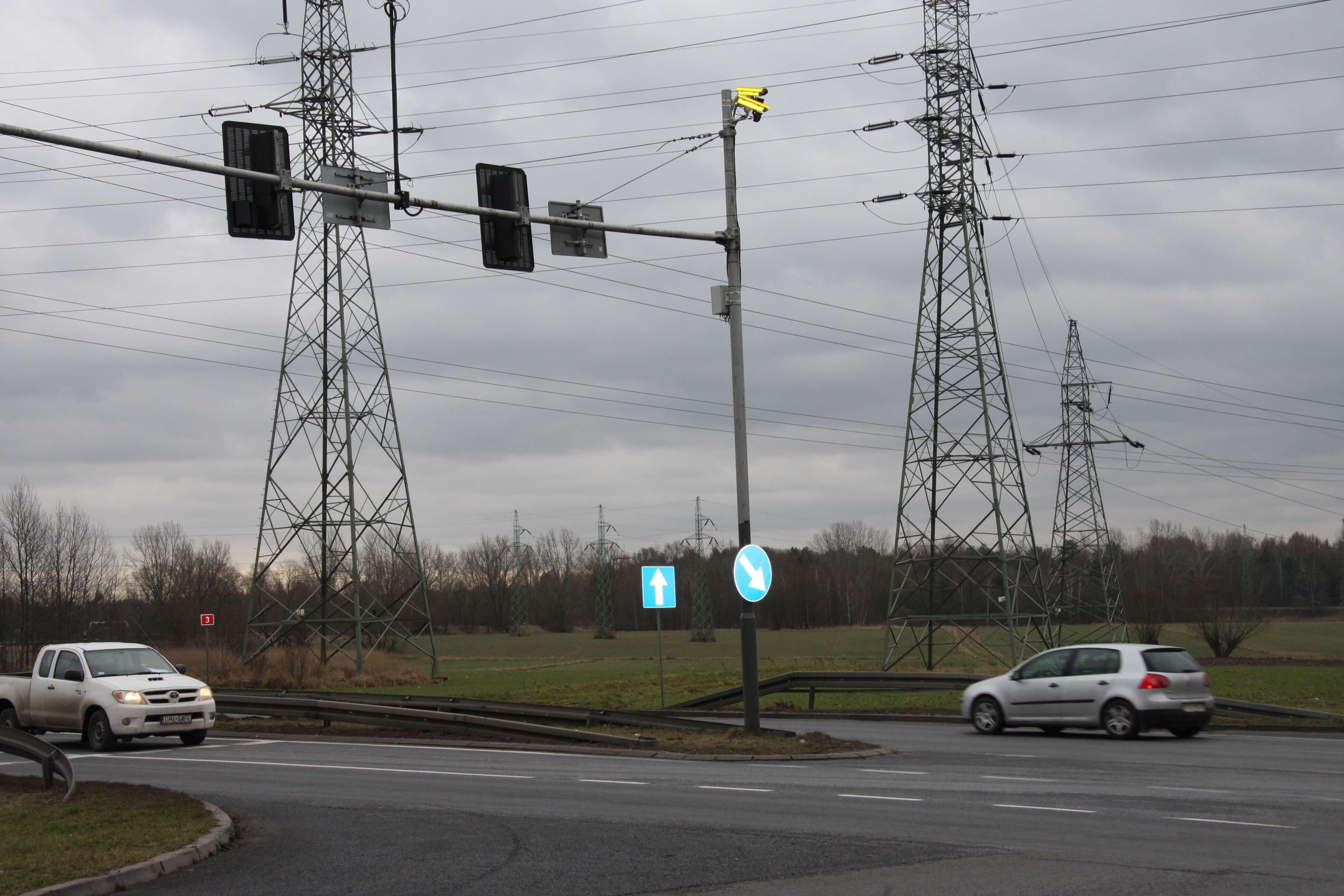 Koniec z bezkarnym przejeżdżaniem na czerwonym świetle. ITD ogłasza walkę z piratami drogowymi i zaczyna się zbroić [MAPA]