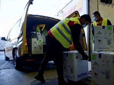Noi loturi ale vaccinului COVID-19 au sosit în România cu DHL Express