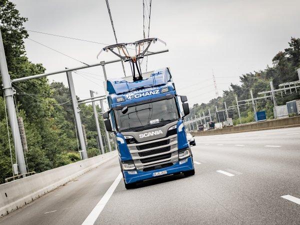 Scania liefert sieben weitere LKW für den E-Highway aus