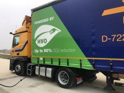 Green Logistics: Schuon tankt in Ungarn synthetischen Kraftstoff