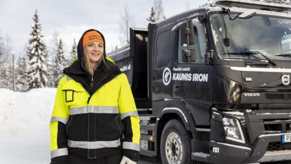 Volvo's new electric truck tested in temperatures of -38°C