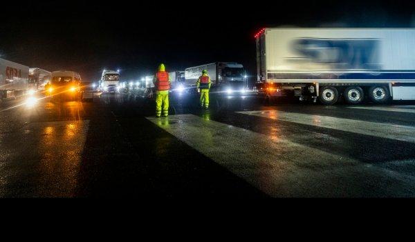 Каждый второй грузовик возвращается в Кале из Великобритании пустым. Британцы потеряют миллионы?