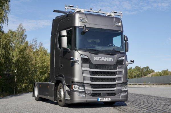"""""""Scania"""" pirmoji Europoje išbandys autonominius sunkvežimius gabenti greitkeliuose"""