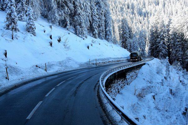 Sancțiune neașteptat de aspră pentru un șofer al cărui camion nu avea lanțuri de iarnă