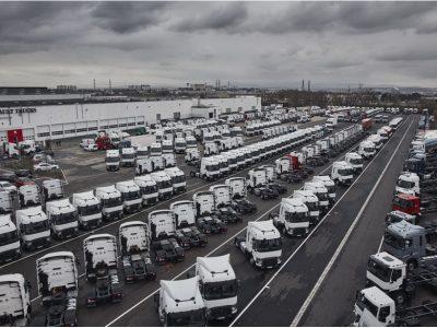 A legnagyobb kamion-kereskedés Európában: 4 hektáron árulja a használt teherautókat a Renault – ez a