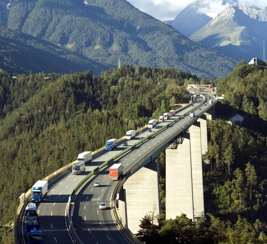 Nem csökkentik a környezetszennyezést a teherautó-korlátozások Ausztriában