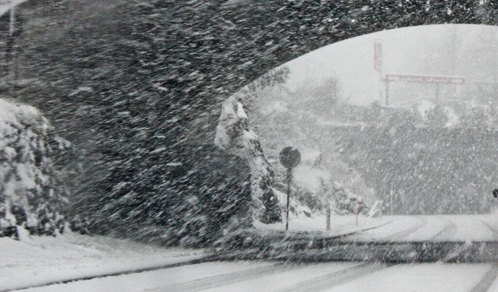 Snow continues to wreak havoc on Germany's motorways