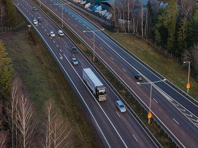 A Scania élesben, autópályán teszteli az önvezető teherautóját