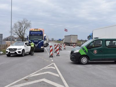 Sunkvežimių vairuotojams nuo pirmadienio privaloma saviizoliacija. Tačiau ne visiems