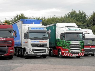 New UK HGV registrations fell by almost a third in 2020