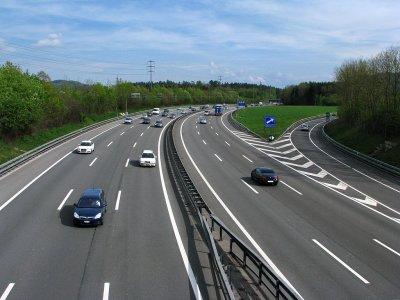Gefährliches LKW-Überholmanöver auf der A1 in der Schweiz