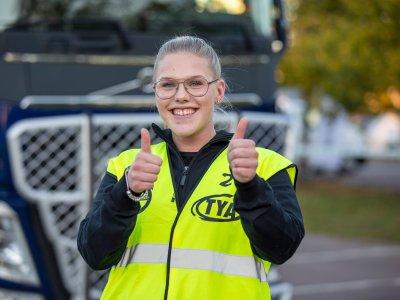 Suedia lansează un program prin care elevii de liceu sunt instruiți pentru a deveni șoferi de camion