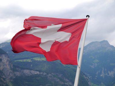 Svájc: ezek azok a járművezetők, akiknek online kell regisztrálni érkezésüket az országba