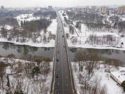 Perorganizuojamas sunkiasvorio transporto eismas Valakampių tiltu