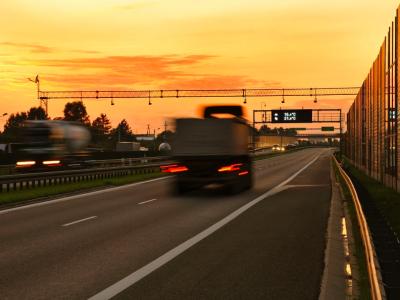 """В Украине в """"красных"""" зонах изменили порядок работы дорожного и железнодорожного транспорта"""