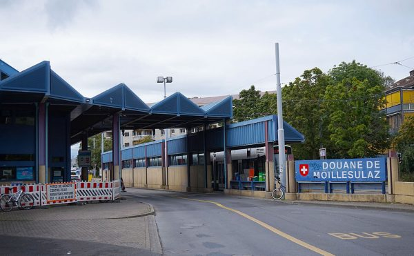 Mandatory online form for all persons crossing the Swiss border – including lorry drivers