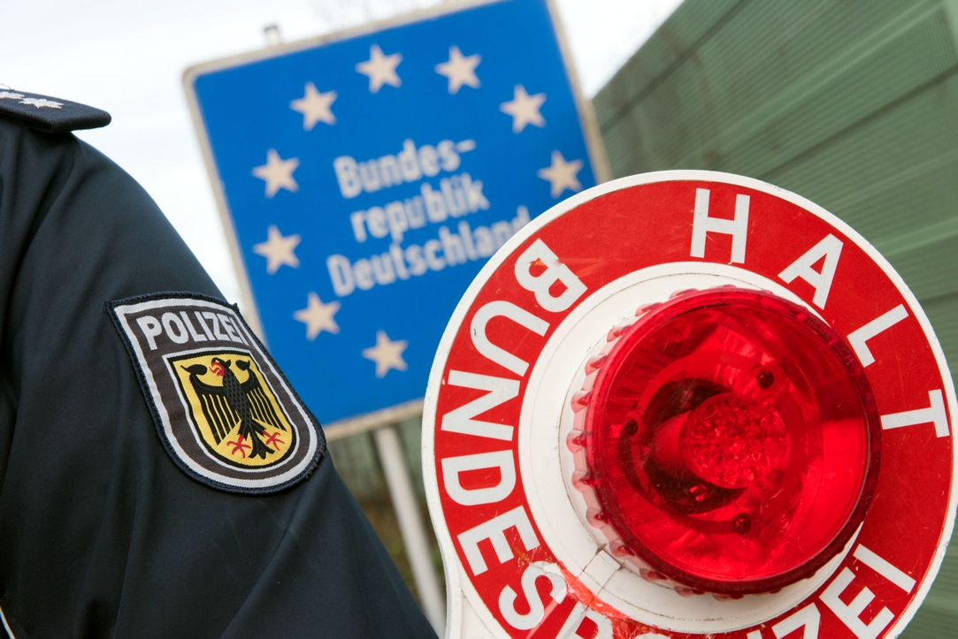 ES bando užkirsti kelią chaosui prie sienų. Prancūzai ragina vokiečius neuždaryti sienos
