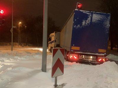 37 km hosszú dugó Németországban: az A2-n a fagyos hidegben aludtak az emberek a járművekben