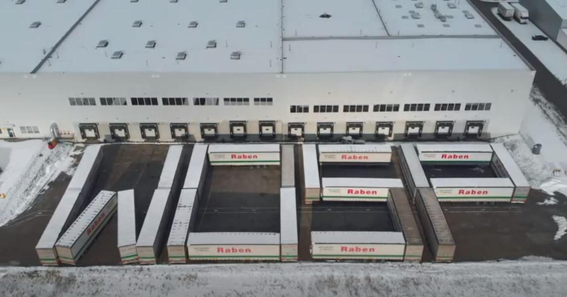 """Kierowcy zorganizowali """"ciężarówkowowego tetrisa"""", by wesprzeć WOŚP. Zobacz krzepiące nagranie"""