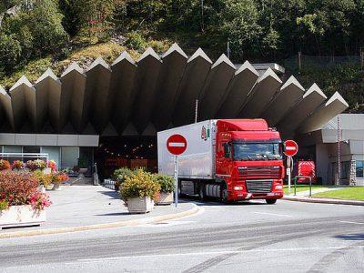 Accesul in tunelul Mont Blanc va fi restricționat în următoarele nopți