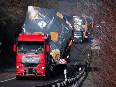 233 Tonnen Ladung bei einer Schwerlast-Premierenfahrt. Erste Schwerlastzugmaschine aus der neuen MAN Truck Generation kommt zum Einsatz