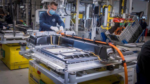 Der Boom für elektronische Geräte schlägt in die Automobilindustrie zurück. Die Lastkraftwagen-Fabri