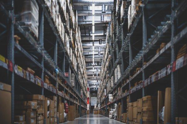 By sprostać potrzebom rynku e-commerce musi powstać prawie siedem razy tyle powierzchni magazynowej