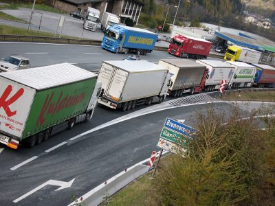 Blockabfertigung ohne Überraschung. Auch heute mussten Lkw-Fahrer mit Staus auf der A93 rechnen